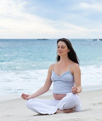 Yoga-cho-me-va-be-8