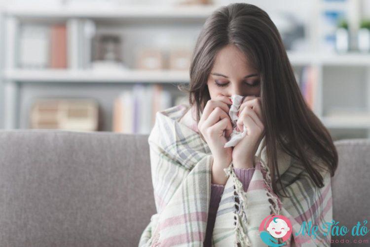 cảm lạnh sau sinh không nên cho con bú