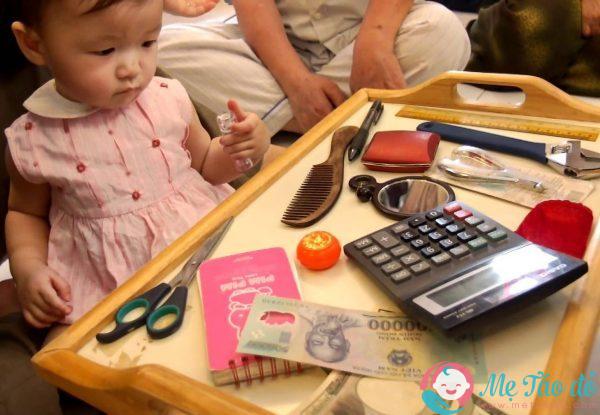 Nghi thức chọn đồ chơi trong lễ cúng thôi nôi cho trẻ