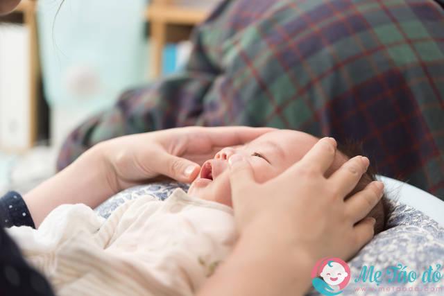 Cách day mắt cho trẻ bị tắc tuyến lệ như thế nào?