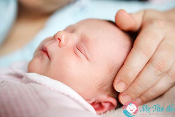 sai lầm khi chăm sóc trẻ sơ sinh mẹ cần biết