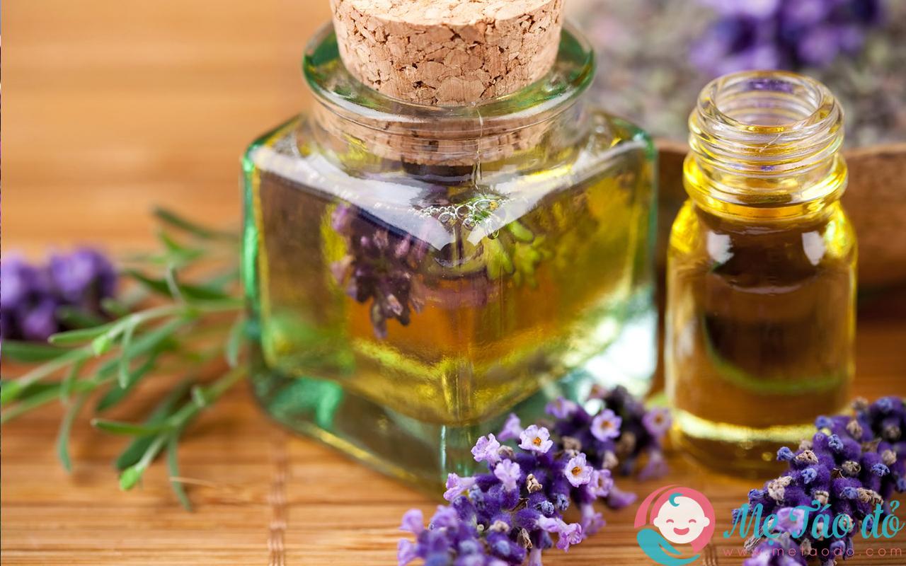 Cách trị nám da sau sinh là dùng mật ong và tinh dầu hoa oải hương