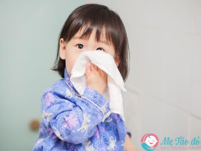 Trẻ bị sổ mũi xanh đặc là bệnh lý thường xảy ra