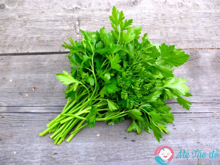 cách chữa sốc nhiệt bằng lá rau mùi
